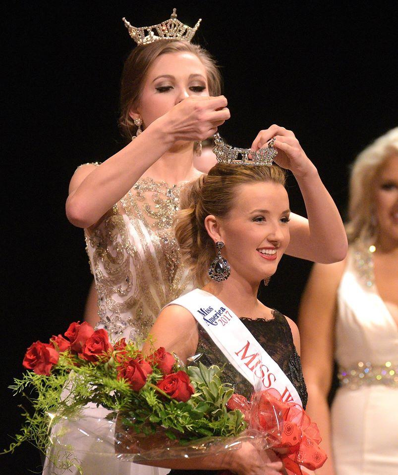 Ashlyn Winkler 2016 crowning Mary Katherine Holloway 2017 Miss Walker County